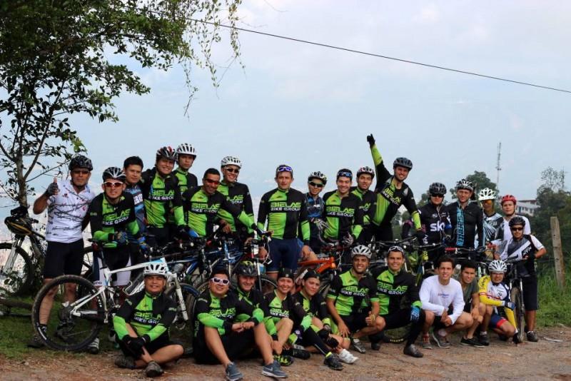 Un grupo de ciclistas, entre ellos seis mujeres, recorren el departamento los fines de semana como una forma de ejercitarse y apreciar la belleza de nuestros paisajes.
