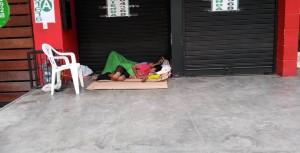 Los vecinos del parque Las Palmas están preocupados por el aumento de indigentes. - Suministrada / GENTE DE CABECERA
