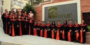 El Coro de la Unab es dirigido por el maestro Rafael Ángel Suescún Mariño, quien este año celebra dos décadas de trayectoria artística. - Suministrada / GENTE DE CABECERA
