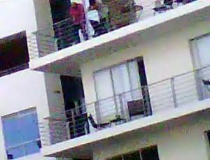 Esta es una imagen congelada del video que envió el residente del sector y con la que muestra el edificio de donde proviene el ruido. - Suministrada / GENTE DE CABECERA