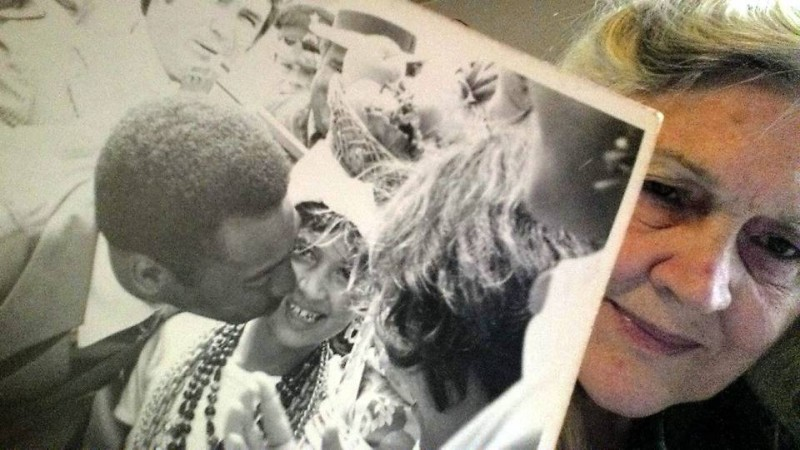 Doña Inés se autorretrató con una de sus fotos favoritas: Pelé dándole un beso a Cecilia Inés, una de sus hijas