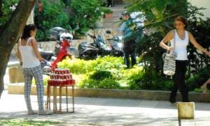 Las ventas ambulantes han crecido en la calle 46 junto al parque San Pío