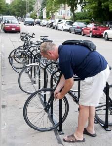 Así funcionan los parqueaderos públicos de bicicletas en algunas ciudades europeas