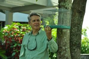 El profesor Víctor Manuel Angulo, inventor de la 'trampa para insectos vivos'. - Suministrada / GENTE DE CABECERA