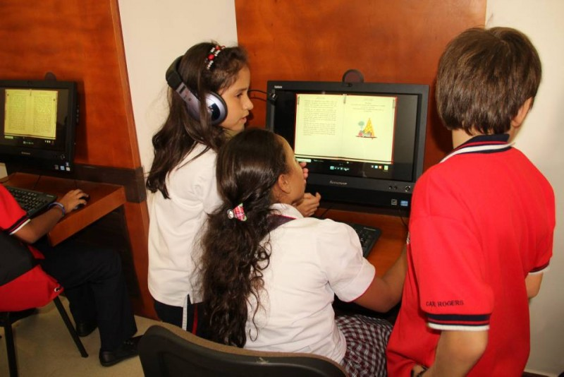 Nuevas formas de lectura a través de personajes en la máquina de leer, así como audiolecturas con voces naturales, traducciones y versiones comparables de una obra se pueden disfrutar ahora