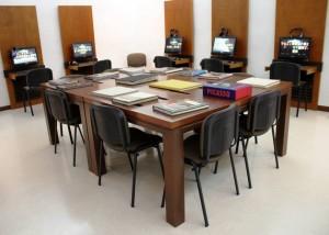 La sala de lectura de la sede física dispone de toda la tecnología para vivir una gran experiencia. Jóvenes y adultos acuden allí