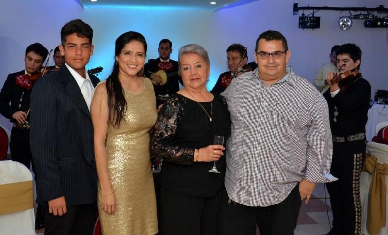 Sebastián Reyes, Luz Adriana Bárcenas, Blanca Nelly Leal y Manuel Reyes. - Suministrada / GENTE DE CABECERA