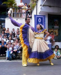 Este año el formato especial de la bienal será la danza en pareja. - Tomada de Facebook /GENTE DE CABECERA