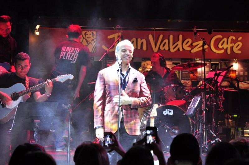 Alberto Plaza estuvo dando un concierto privado a los clientes de Parque Caracolí