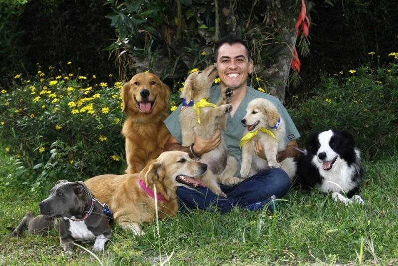 El amor que Daniel Torrado Cabrales profesa por los perros es tan grande como su interés por ayudar a personas en condición de discapacidad. Las terapias asistidas son el reto personal con el que busca unir estas dos grandes pasiones en su vida. (Foto César Flórez)