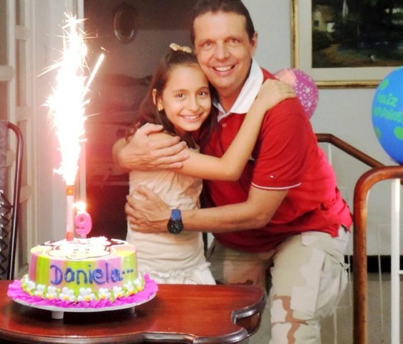 Daniela junto a su papá Juan Francisco Cardoso. - Suministrada / GENTE DE CABECERA