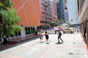 Los peatones volvieron a circular en espacios  libres de ventas informales, generalmente tendidas en el piso