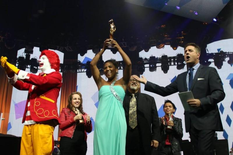 Lucy Ospitia Echaverría es la ganadora de la sexta versión de Voice of McDonad's, el concurso que apoya el talento musical de sus empleados en todo el mundo