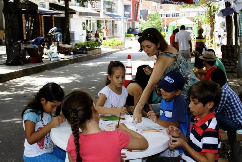 Los niños participaron pintando y recreándose en esta jornada que promovió el buen uso del espacio público por dos días
