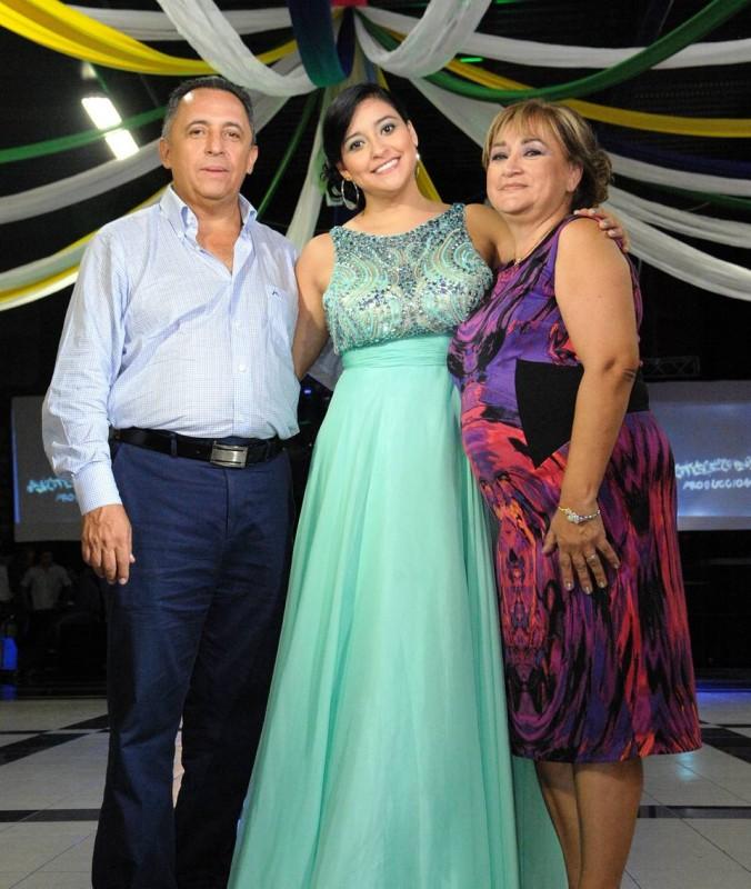 Fernando Serrano, Laura Serrano y Martha Reina. - Suministrada Manuel Reyes Fotografía / GENTE DE CABECERA