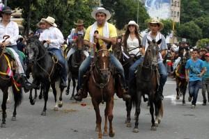 Las cabalgatas de los últimos años han generado varias opiniones entre los bumangueses, la mayoría en contra por el exceso de licor y riñas. - Archivo / GENTE DE CABECERA