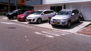 A diario los ciudadanos denuncian los casos de 'mal parqueados' en Cabecera. - Archivo / GENTE DE CABECERA
