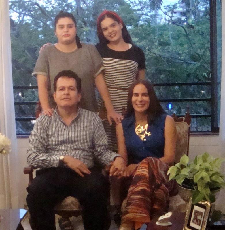 Carlos Mauricio Serrano Gutiérrez, Ángela Villarreal Pinilla, Ángela María y Andrea Juliana Serrano Villarreal. - Suministrada / GENTE DE CABECERA