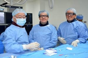 El director del Instituto del Corazón de Bucaramanga, Héctor Hernández junto al doctor japonés Shigeru Saito y al doctor Boris Vesga. - Suministrada / GENTE DE CABECERA