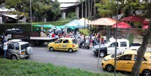 La ciudadana se queja por los locales comerciales que se establecieron en el parque Mejoras Públicas. - Suministrada / GENTE DE CABECERA