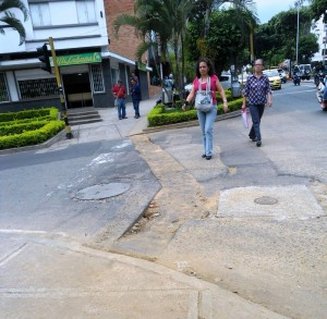 En algunas calles como la 42 con carrera 33 aún esperan la llegada del pavimento.