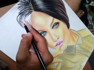 Otra de sus facetas artísticas es hacer retratos.