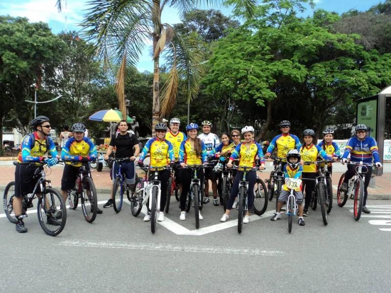 Bici 40 es un grupo de aficionados a la bicicleta que se fue armando poco a poco entre familias que habitan Pan de Azúcar, Terrazas, Jardín y sus alrededores.