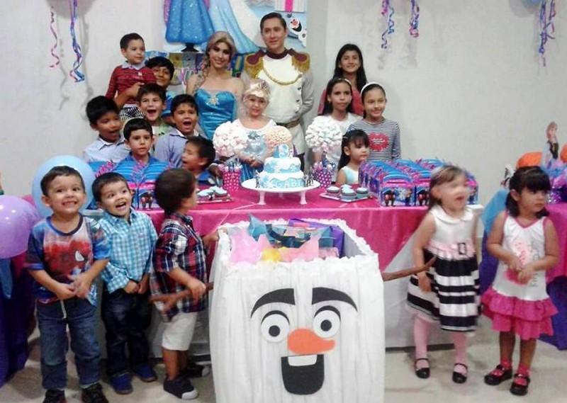 María Gabriela Rincón Barrera junto a sus amiguitos y familiares. - Suministrada / GENTE DE CABECERA