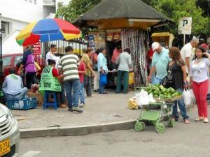 Un recorrido de Gente de Cabecera permitió establecer que varias ventas ambulantes han vuelto a ubicarse en la zona. La Alcaldía responde a esta situación.