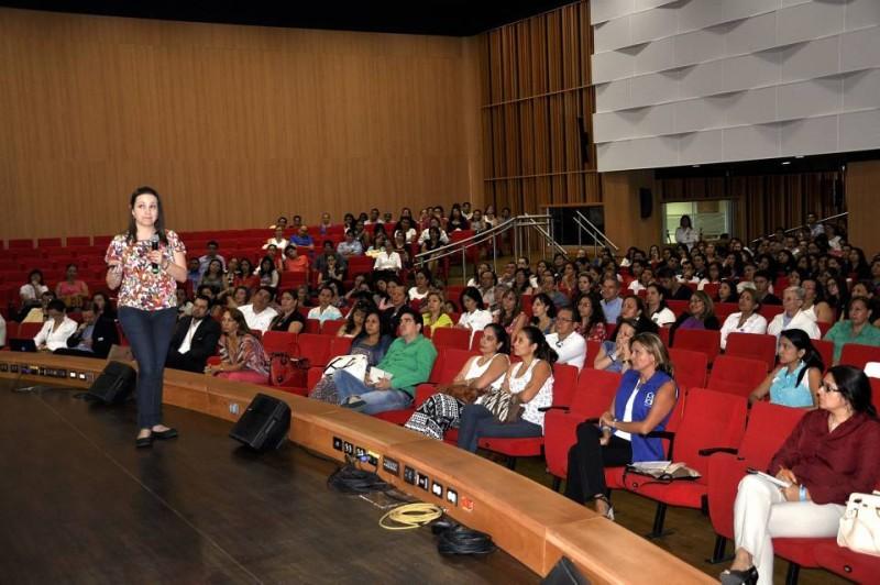 Lina María Saldarriaga, experta en intimidación escolar o matoneo estuvo en la Unab en el programa de RedPapaz
