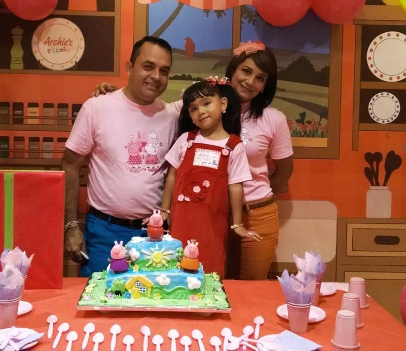 Juan Luciana Pimentel Estupiñán junto a sus padres Juan Carlos y Nayive Alexandra. - Suministrada / GENTE DE CABECERA
