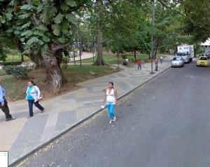 En este corredor le sucedió este incidente a la lectora, quien pidió a los motociclistas no tomar este andén como calle. - Tomada de Google / GENTE DE CABECERA