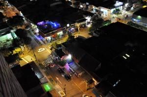 La calle 52 con carrera 35 es uno de los sitios a donde más concurren personas para departir un fin de semana en la noche. Esto ha sido objeto de quejas de vecinos de la zona quienes dicen que la bulla que sale de allí es insoportable. - Laura Herrera / GENTE DE CABECERA