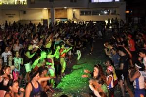 Cientos de personas acudieron a la cita el pasado miércoles 29 de octubre en la terraza del almacén Jumbo convocado por Progym Fitness Club. - Laura Herrera / GENTE DE CABECERA