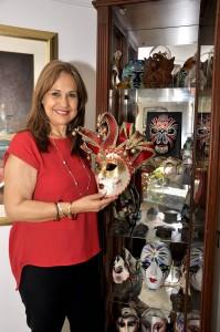 Clara Hinestroza, su esposa, también le ayuda a coleccionar.