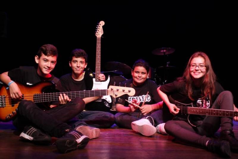 Frantic es una de las bandas de rock más jóvenes de Bucaramanga, pues sus integrantes tienen de 12 a 15 años. En su repertorio cuentan con covers y varias canciones de su autoría, además han participado en Abrapalabra 2014, Mercadillo Creativo Los Bohemios, festival de rock en el marco de la Feria de Bucaramanga y en un desconectado en la UEstereo