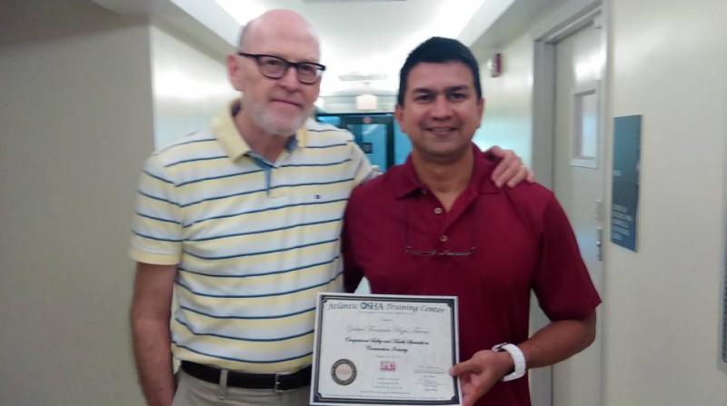 Javier Saracho, Director Atlantic OSHA Center y Fernando Rojas Tavera. - Suministrada / GENTE DE CABECERA