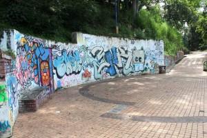 El muro del parque La Loma luce de nuevo lleno de grafitis. - Javier Gutiérrez /GENTE DE CABECERA