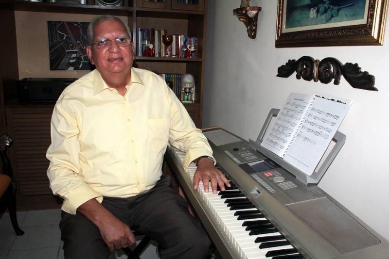 Don Jaime Abuabara tiene en su casa un piano sencillo hace diez años. Dice que son buenos, pues tienen sonoridad y pulsaciones de un piano acústico