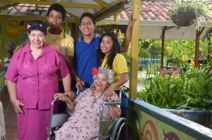La Fundación Albeiro Vargas & Ángeles Custodios vela por el bienestar de los ancianos menos favorecidos