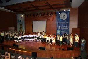 Los niños y niñas del coro de Centro Educativo Cajasan ofrecieron un concierto navideño en Neomundo. - Suministrada / GENTE DE CABECERA