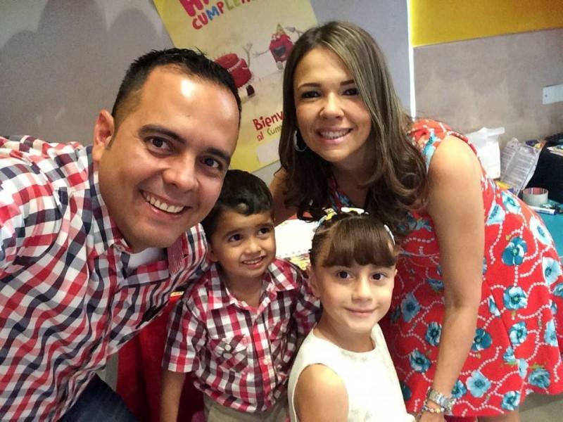 Óscar Gerardo Hernández, Óscar Tomás Hernández Serrano, María José Hernández Serrano y Clara Isabel Serrano. - Suministrada / GENTE DE CABECERA