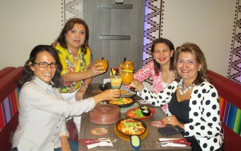 Ana Julia de Gutiérrez, Marina Cortez de Plata, Esperanza Rodríguez, Lucila Carreño de Arias y Rosa Ismelia Prada. - Laura Herrera / GENTE DE CABECERA
