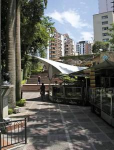 Este es el callejón por donde a diario pasan varios transeúntes que trabajan y viven en la zona de Mejoras Públicas. - Suministrada /GENTE DE CABECERA