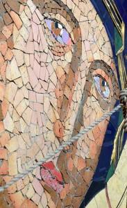 Imagen detallada del rostro de la Virgen, en el proceso de restauración.