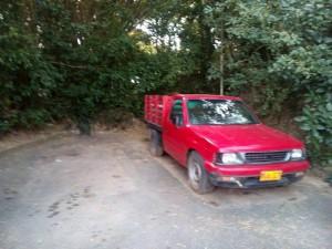 Esta camioneta está abandonada hace 2 años en el barrio Pan de Azúcar bajo. - Suministrada /GENTE DE CABECERA