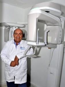El odontólogo Miguel Ordóñez resaltó la importancia de innovar los aparatos de radiología, pues cada vez salen al mercado los que traen y emiten menos radiación.