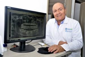 Aunque al doctor Ordóñez siempre le gustó la ortodoncia, hoy su campo profesional y académico se mueve en torno a la radiología. - Laura Herrera /GENTE DE CABECERA