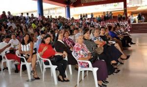 Padres de familia y exalumnas participaron en el evento