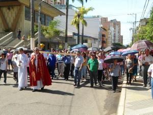 El Viacrucis del Viernes Santo es uno de los encuentros que más acoge a feligreses durante la Semana Santa.